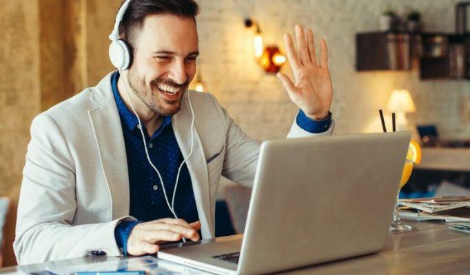 En qué se diferencia el aprendizaje en línea del aprendizaje a distancia